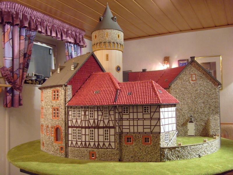 Exklusiv modellbau das fachwerkhaus for Holz fachwerkhaus